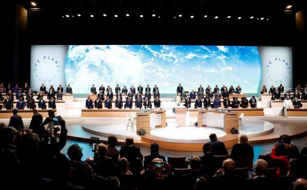 Στιγμιότυπο από την έναρξη της διάσκεψης (REUTERS/Etienne Laurent/Pool)