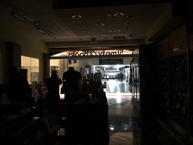 The Atlanta's airport is pictured during the power outage, in Atlanta, U.S., December 17, 2017 in this picture obtained from social media. INSTAGRAM/@APLINETREEE/via REUTERS THIS IMAGE HAS BEEN SUPPLIED BY A THIRD PARTY. MANDATORY CREDIT. NO RESALES. NO ARCHIVES