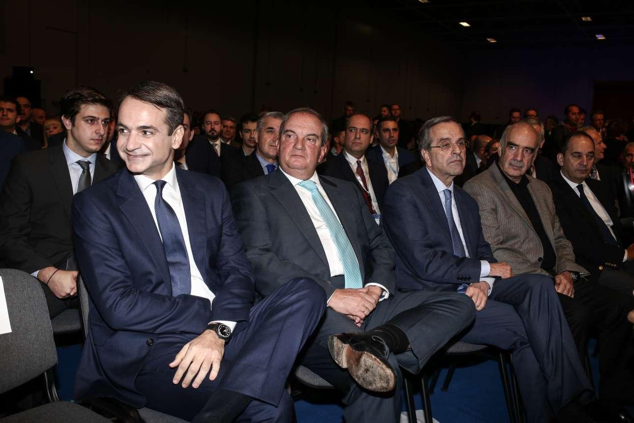 Πέντε πρόεδροι σε ένα κάδρο: Μητσοτάκης, Καραμανλής, Σαμαράς, Μεϊμαράκης, Πλακιωτάκης