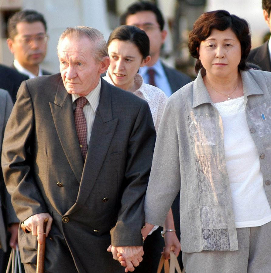 epa000265329 (FILES) Charles Jenkins,L, arrives at Tokyo's Haneda Airport from Jakarta with his wife and children, 18 July 2004. Accused U.S. Army deserter Charles Jenkins, the husband of repatriated Japanese abductee Hitomi Soga, hopes to opt for a dishonorable discharge in a plea bargain with the U.S. military to avoid imprisonment, diplomatic sources said Sunday. The sources said Jenkins, 64, has told Japanese government officials of his intent. He is believed also to have conveyed it to Capt. James Culp, an independent U.S. military lawyer who has met him in Tokyo several times. Jenkins, a U.S. Army sergeant married to Soga in North Korea, has been hospitalized in Tokyo since arriving from Jakarta on July 18. He is charged with desertion, aiding the enemy, encouraging disloyalty and soliciting other personnel to desert. EPA/ANDY RAIN