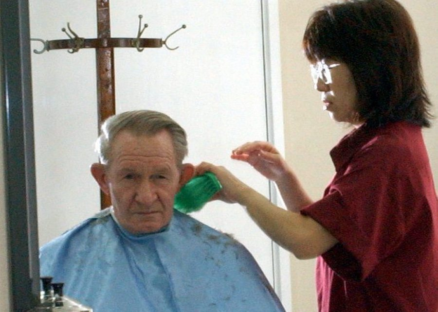 epa000274437 Accused U.S. deserter Charles Robert Jenkins has his first Army haircut at a barber shop of Camp Zama, south of Tokyo, Monday, Sept. 13, 2004. Sgt. Jenkins, who surrendered to U.S. Army officials at the U.S. military base Saturday after nearly 40 years in North Korea, started his first day on duty Monday. EPA/US ARMY HANDOUT PHOTO RE TRANSMISSION HIGH