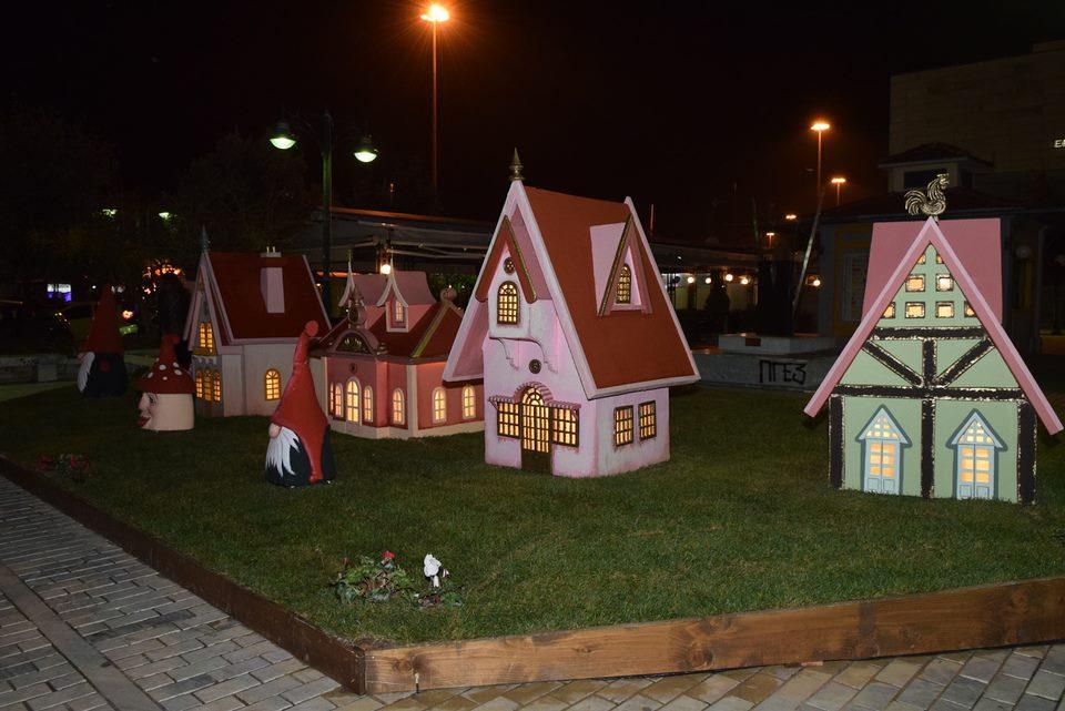 Το χριστουγεννιάτικο χωριό στην πλατεία Γεωργίου της Πάτρας