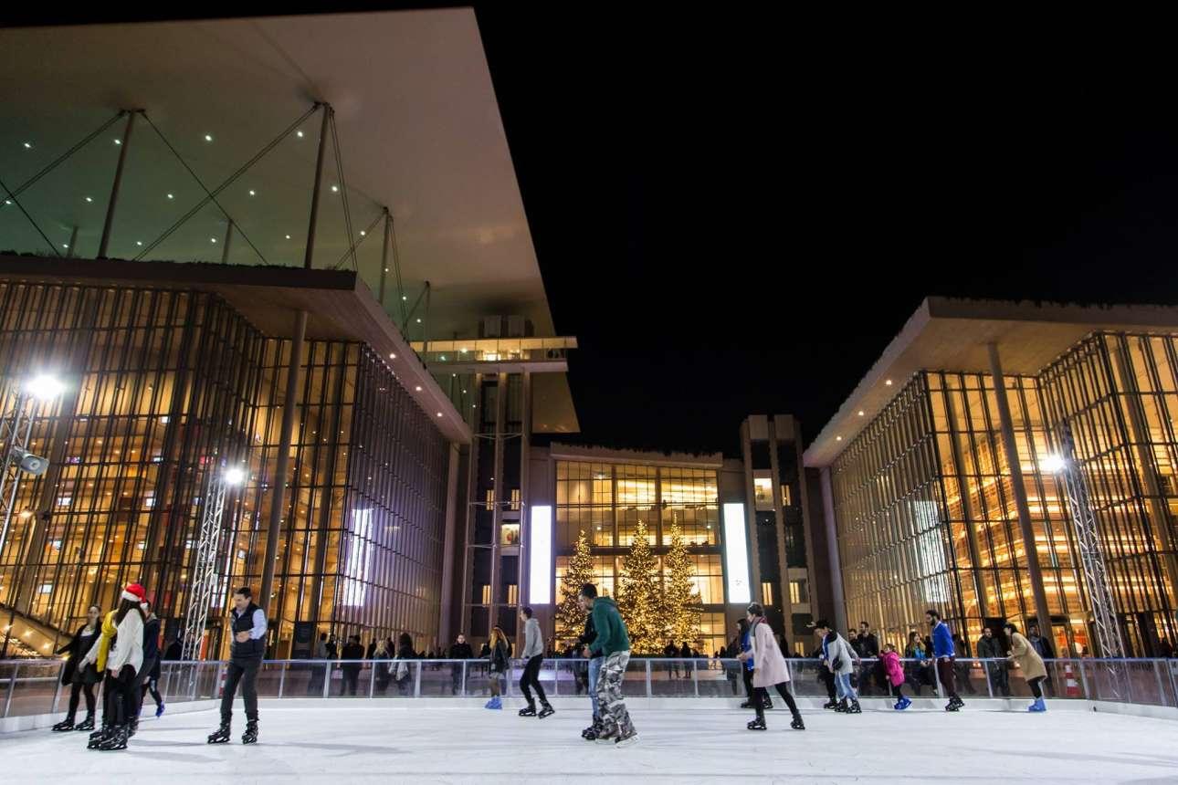 Το ΚΠΙΣΝ έχει δημιουργήσει έναν παραμυθένιο, χριστουγεννιάτικο κόσμο με επίκεντρο το παγοδρόμιο