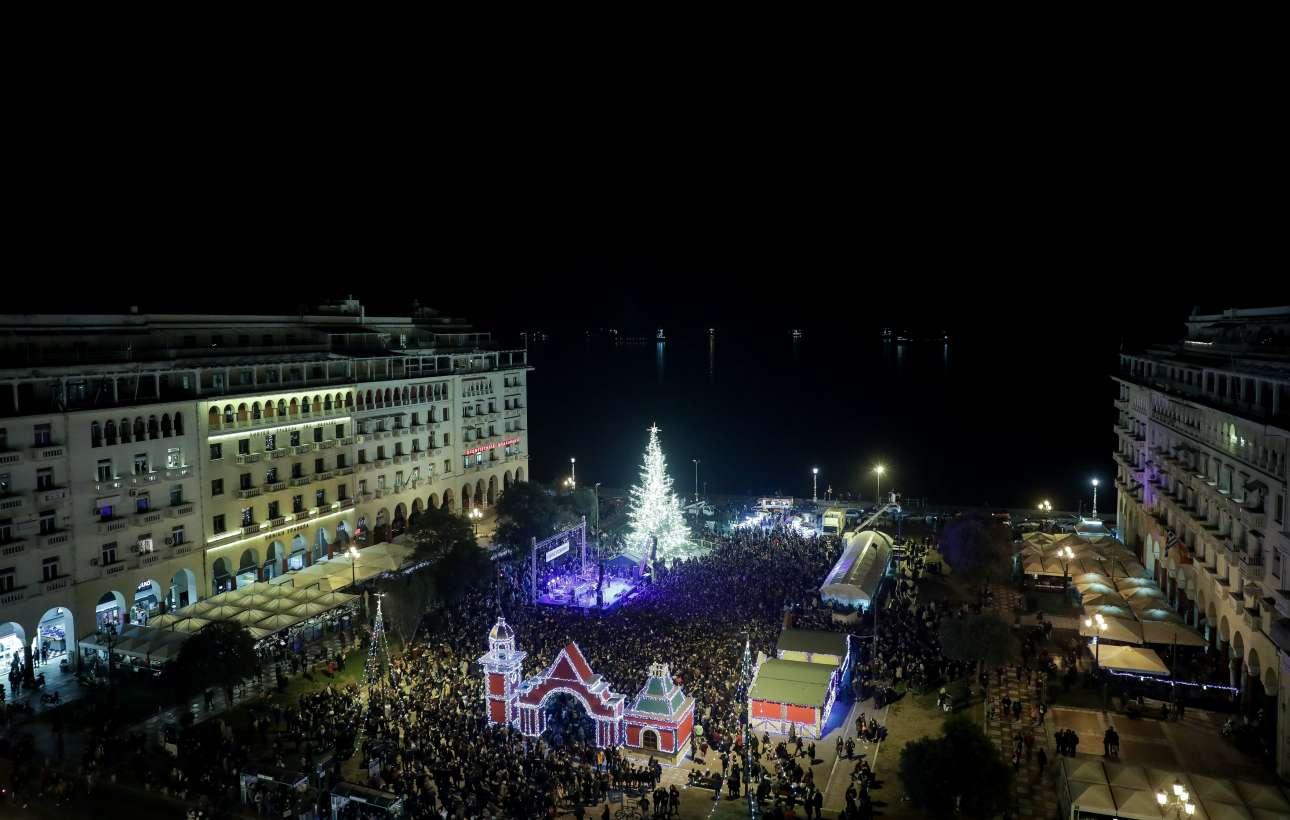 Η πανέμορφη πλατεία Αριστοτέλους της Θεσσαλονίκης στη γιορτινή της εκδοχή