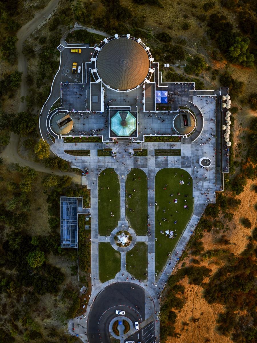 Το αστεροσκοπείο του Griffith, ένα από τα πιο δημοφιλή αξιοθέατα του Λος Αντζελες, το οποίο έγινε  ευρέως γνωστό μετά τη θρυλική ταινία «Επαναστάτης χωρίς αιτία» με τον Τζέιμς Ντιν