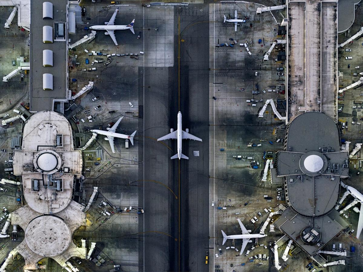 Το διεθνές αεροδρόμιο του Λος Αντζελες. Ο Μάιλστιν ξεκίνησε να βγάζει αεροφωτογραφίες για εροπλάνα όταν πήρε το δίπλωμα πιλότου, σε ηλικία 17 ετών