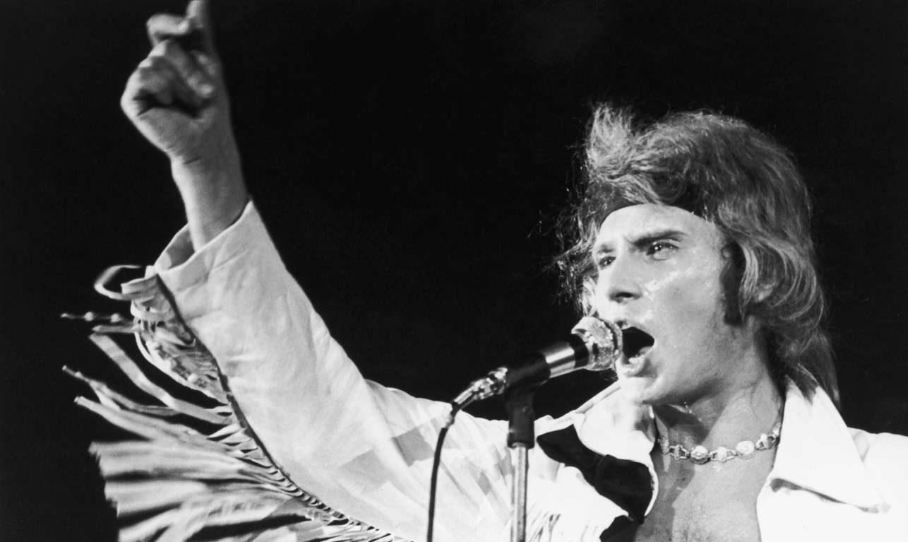Συναυλία στο Παρίσι, καλοκαίρι του 1969. Στα 26 του ο Χαλιντέι έχει ήδη επανεφεύρει τον καλλιτεχνικό εαυτό του καθώς δεν τραγουδά πια για εφήβους