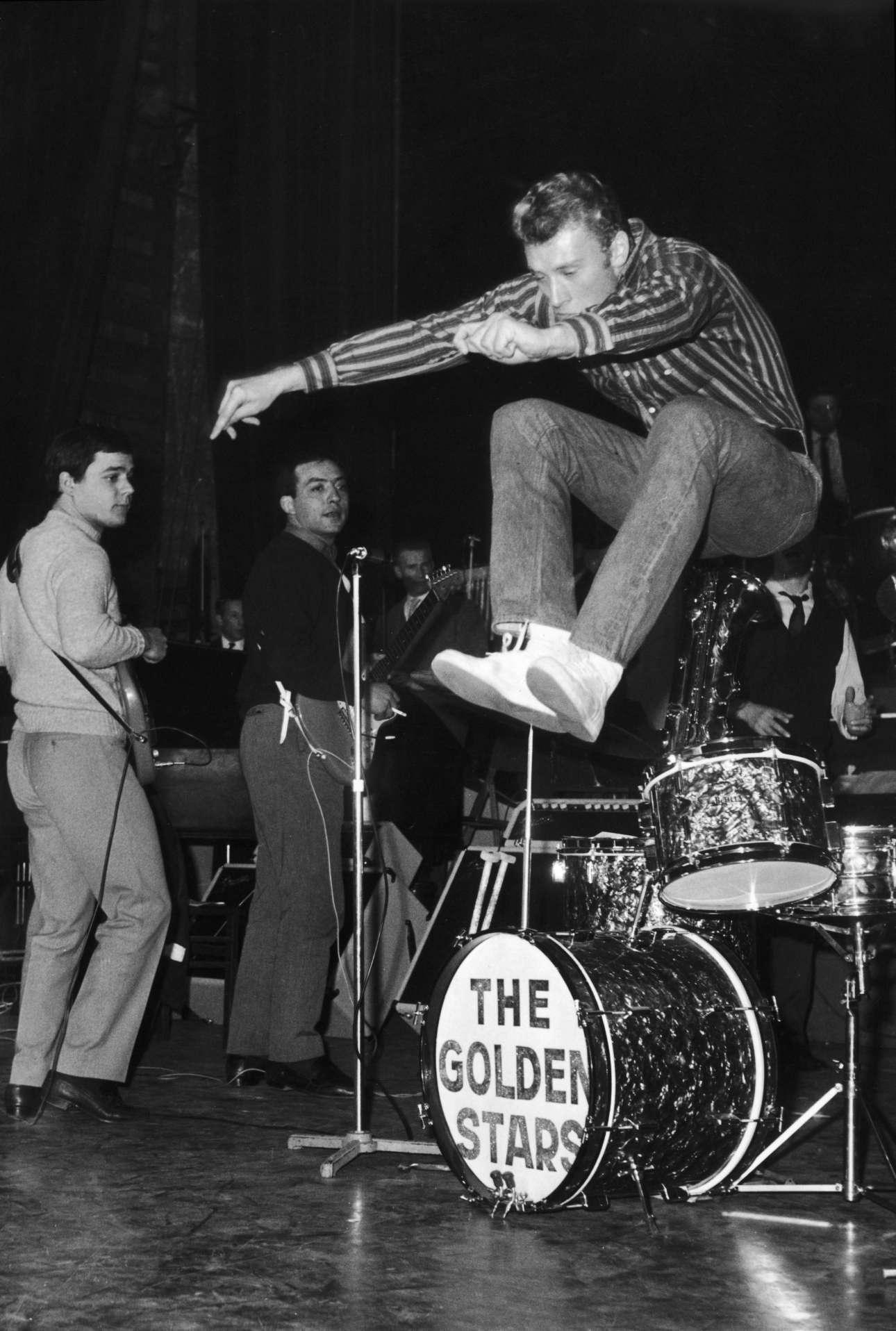 Σε πρόβα της μπάντας του «The Golden Stars» στο Παρίσι, το 1962