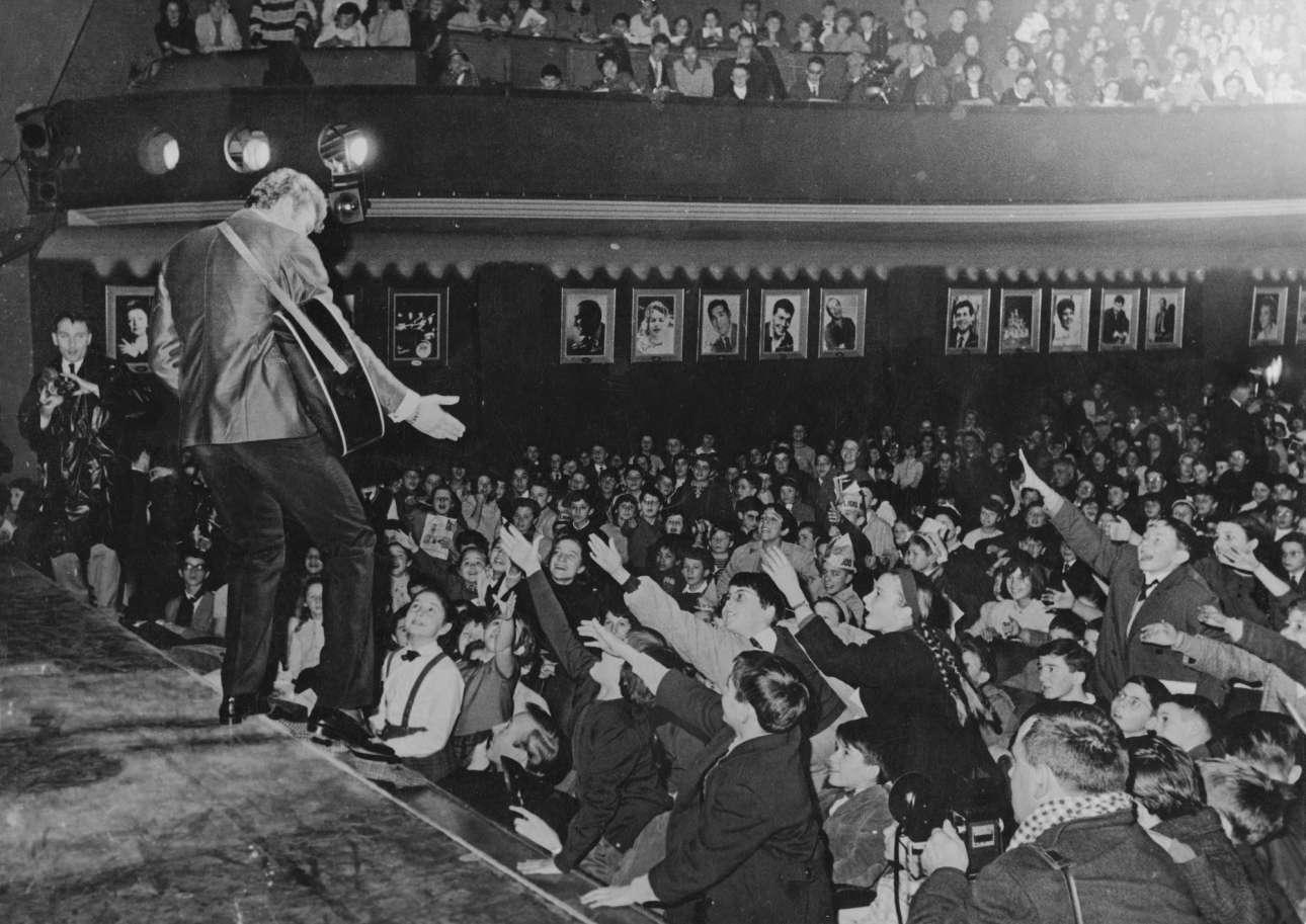 Δεκέμβριος 1962. Σόου του 19χρονου Χαλιντέι στο «Musicorama» στο Παρίσι. Το κοινό του κάπως μικρότερης ηλικίας