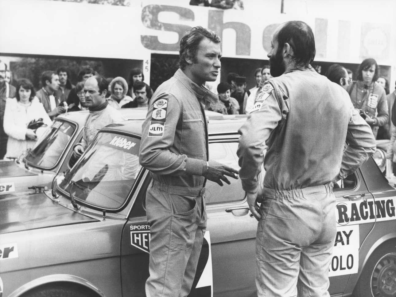 Οκτώβριος 1975. Ο Τζόνι Χαλιντέι συμμετέχει σε αγώνα ταχύτητας αυτοκινήτων στην πίστα του Μανί Κουρς