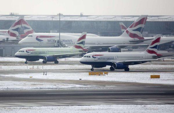 Με πολλά προβλήματα οι πτήσεις από και προς το αεροδρόμιο του Χίθροου (REUTERS/Neil Hall)