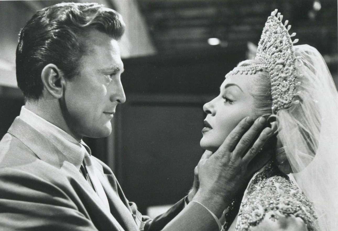 Η σκοτεινή πλευρά του Χόλιγουντ στην ταινία «Η Ωραία και το Κτήνος», με πρωταγωνιστές τον Κερκ Ντάγκλας και τη Λάνα Τέρνερ, 1952