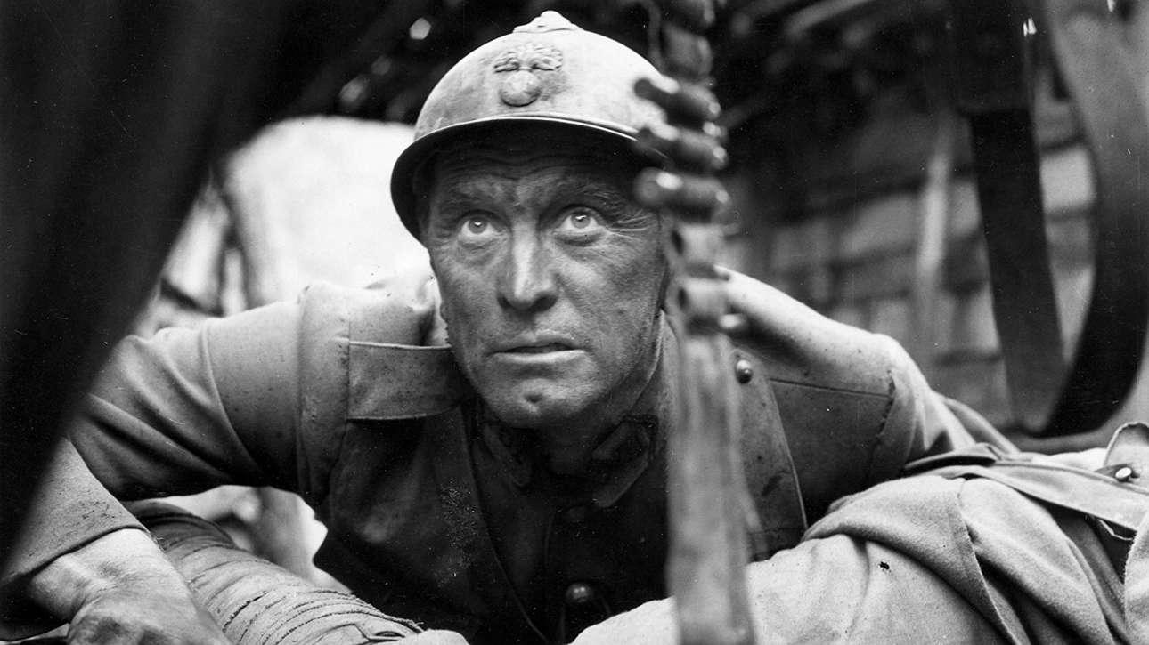 Η παράνοια του A' Παγκοσμίου Πολέμου μέσα απο τη ματιά του Στάνλει Κιούμπρικ και πρωταγωνιστή τον Ντάγκλας, στο εξαιρετικό φιλμ «Σταυροί στο Μέτωπο», 1957