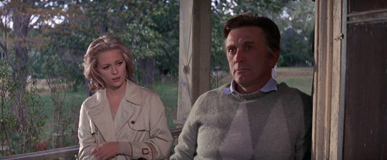 Μαζί με την Φέι Ντάναγουεϊ στην ταινία του Ελία Καζάν «Συμβιβασμός», 1969. Ο Ντάγκλας τη θεωρεί ως την καλύτερη ταινία του