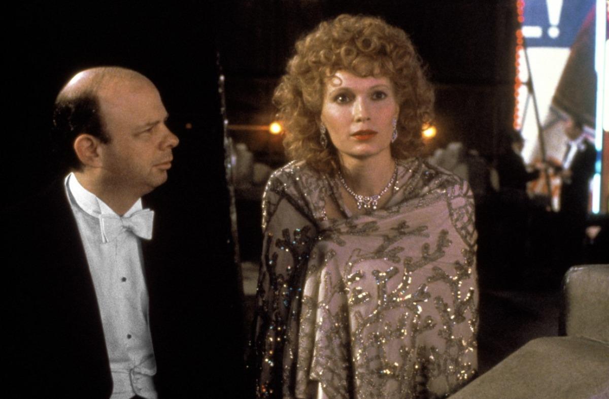 O Γουάλας Σόουν με τη Μία Φάροου σε μια λαμπερή αλλά τελικά μελαγχολική παραμονή Πρωτοχρονιάς στο υπέροχο «Radio Days» (1987) του Γούντι Αλεν