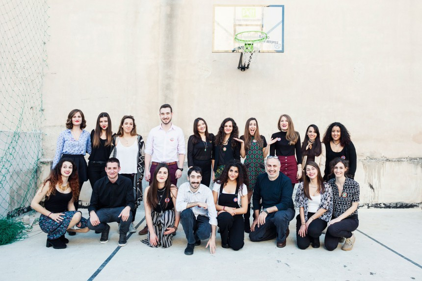 Συμμετέχοντες φοιτητές στο 3ο Korres Univeristy Lab, μαζί με τον ιδρυτή της εταιρείας, Γιώργο Κορρέ τρίτο από δεξιά στην πρώτη σειρά