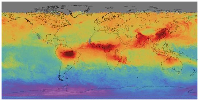 Στον χάρτη με ερυθρό χρώμα σημειώνεται η συγκέντρωση μονοξειδίου του άνθρακα στην ατμόσφαιρα. Είναι εμφανές ότι το πρόβλημα εντοπίζεται στο Νότιο Ημισφαίριο του πλανήτη. Αυτό σύμφωνα με τα στελέχη της αποστολής του Sentinel 5P οφείλεται στην καύση βιομάζας σε περιοχές όπως ο Αμαζόνιος, η Κεντρική Αφρική, η Μαδαγασκάρη και η Κίνα ενώ πρόβλημα υπάρχει και στην Αυστραλία. Credit: Copernicus Sentinel data (2017) - ESA/SRON
