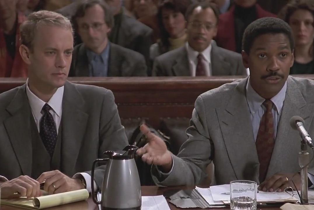 Ντένζελ Ουάσιγκτον και Τομ Χανκς στο περίφημο «Philadelphia» (1993) του Τζόναθαν Ντέμι. Το πρώτο Οσκαρ του Τομ Χανκς