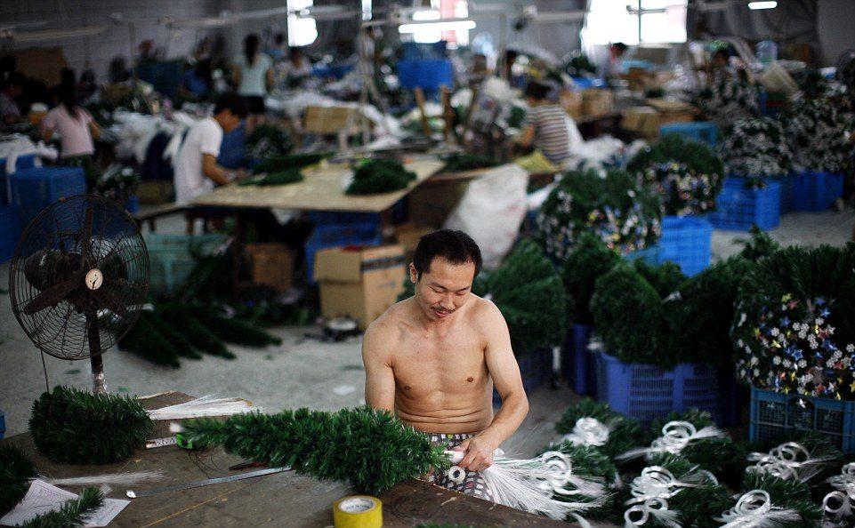 Τα κλαδιά συναρμολογούνται και τυλίγονται στην ειδική ζελατίνα για να ταξιδέψουν στην πορεία στις αγορές της Ρωσίας, της Ευρώπης και των ΗΠ