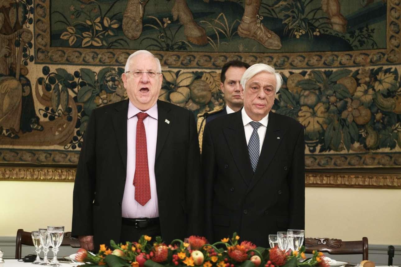 Ο ισραηλινός πρόεδρος Ρέουβεν Ρίβλιν ψάλλει τον εθνικό ύμνο της χώρας του