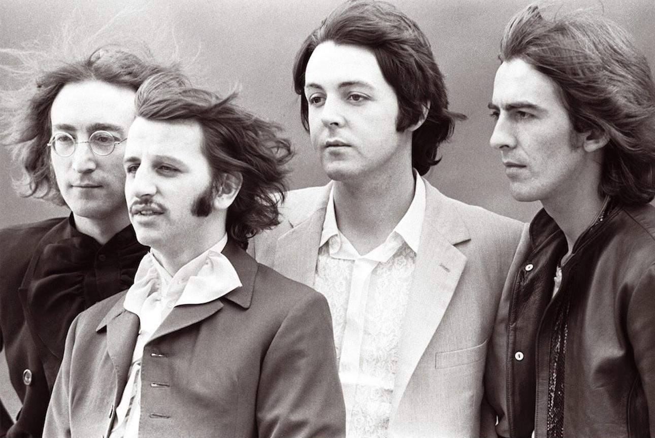 Τα «σκαθάρια» ποζάρουν την χρονιά που κυκλοφόρησαν το άλμπουμ «The Beatles» γνωστό και ως  «White Album», λόγω του μίνιμαλ, λευκού εξώφυλλού του