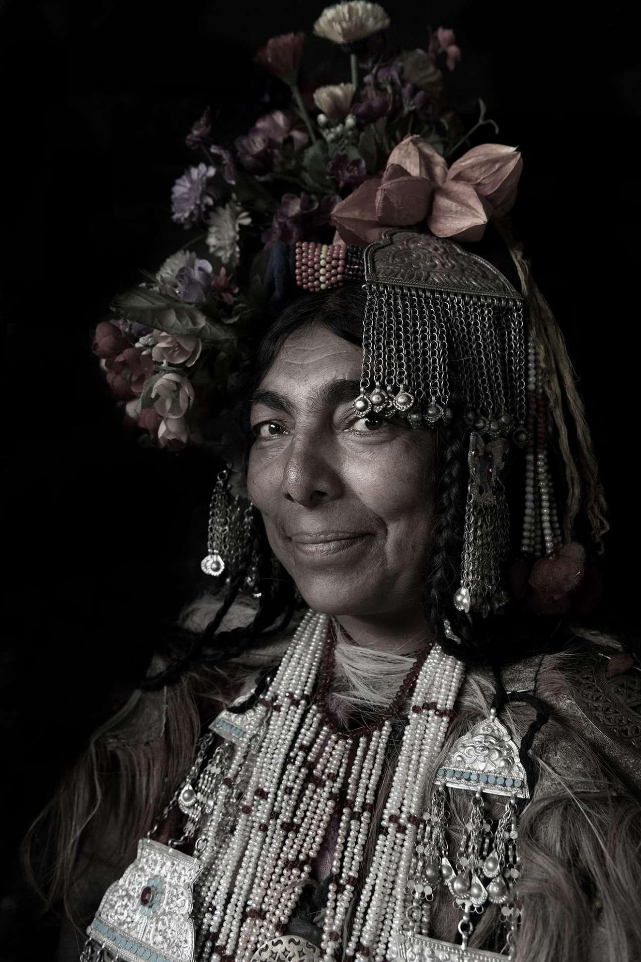 Η Τέιλορ επισκέφθηκε μέρη όπου σπανίως πηγαίνουν τουρίστες και καθώς ήταν γυναίκα κατάφερε να γνωρίσει και να απαθανατίσει τις ντροπαλές γυναίκες της φυλής Μπάλτι