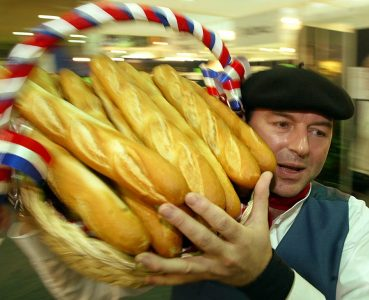 BER23 - 20030121 - BERLIN, GERMANY : French Philippe Mascot races with his basket full of baguettes to meet customer demand in the French hall of the traditional Green Week agriculture fair in Berlin, 21 January 2003. France participates in the fair for the 50th time. One of the great favourites of visitors is the original French baguette.     EPA PHOTO    DPA/WOLFGANG KUMM/wk gr mda