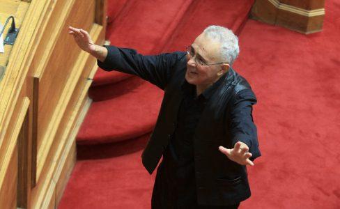 Ο βουλευτής των ΑΝΕΛ Κώστας Ζουράρις κατά την τελετή ορκωμοσίας των νέων βουλευτών στη Βουλή, Πέμπτη 5 Φεβρουαρίου 2015. Πραγματοποιήθηκε στην ολομέλεια της Βουλής η ορκωμοσία των βουλευτών που εξελέγησαν στις εκλογές του Ιανουαρίου. ΑΠΕ-ΜΠΕ/ΑΠΕ-ΜΠΕ/ΣΥΜΕΛΑ ΠΑΝΤΖΑΡΤΖΗ