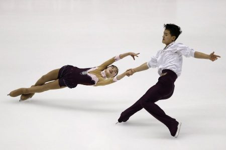 epa05171598 Tae Ok Ryom and Ju Sik Kim of North Korea, perform during the Pairs Free Skating of the ISU Four Continents Figure Skating Championships in Taipei, Taiwan, 20 February 2016.  EPA/RITCHIE B. TONGO