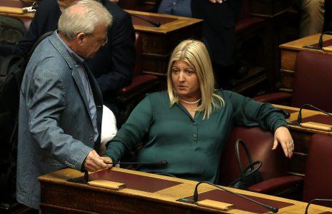 Η βουλευτής του ΣΥΡΙΖΑ Γεωργία Γεννιά παρίσταται στην Ολομέλεια της Βουλής όπου συζητείται το νομοσχέδιο για την νομική αναγνώριση της ταυτότητας φύλου, Τρίτη 10 Οκτωβρίου 2017.  ΑΠΕ-ΜΠΕ/ΑΠΕ-ΜΠΕ/ΣΥΜΕΛΑ ΠΑΝΤΖΑΡΤΖΗ