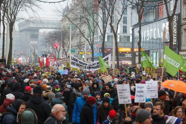 epa06436268 Protesters march during a protest against the new coalition government between Austrian Peoples Party (OeVP) and the right-wing Austrian Freedom Party (FPOe) in Vienna, Austria, 13 January 2018. About 20,000 people took part in the demonstration organized by NGOs, refugee initiatives, political and civic organizations to protest against racism and social cuts of the new Austrian government. EPA/FLORIAN WIESER