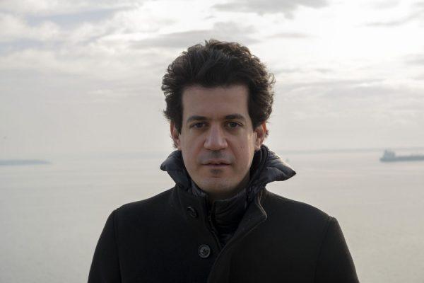 Φωτογραφία που δόθηκε σήμερα στη δημοσιότητα και εικονίζει τον Κωνσταντίνο Δασκαλάκη γεννηθείς το 1981, πολυβραβευμένο καθηγητή της Επιστήμης των Υπολογιστών στο περίφημο ΜΙΤ, την Πέμπτη 18 Ιανουαρίου 2018, όπου μίλησε στο ΑΠΕ-ΜΠΕ για όλα τα σενάρια που αφορούν την εξέλιξη της τεχνητής νοημοσύνης στα επόμενα 50 χρόνια, αλλά και για τα φιλοσοφικά και ηθικά ζητήματα που ανακύπτουν, Σάββατο 20 Ιανουαρίου 2018. ΑΠΕ-ΜΠΕ/ΑΠΕ-ΜΠΕ/ΝΙΚΟΣ ΑΡΒΑΝΙΤΙΔΗΣ