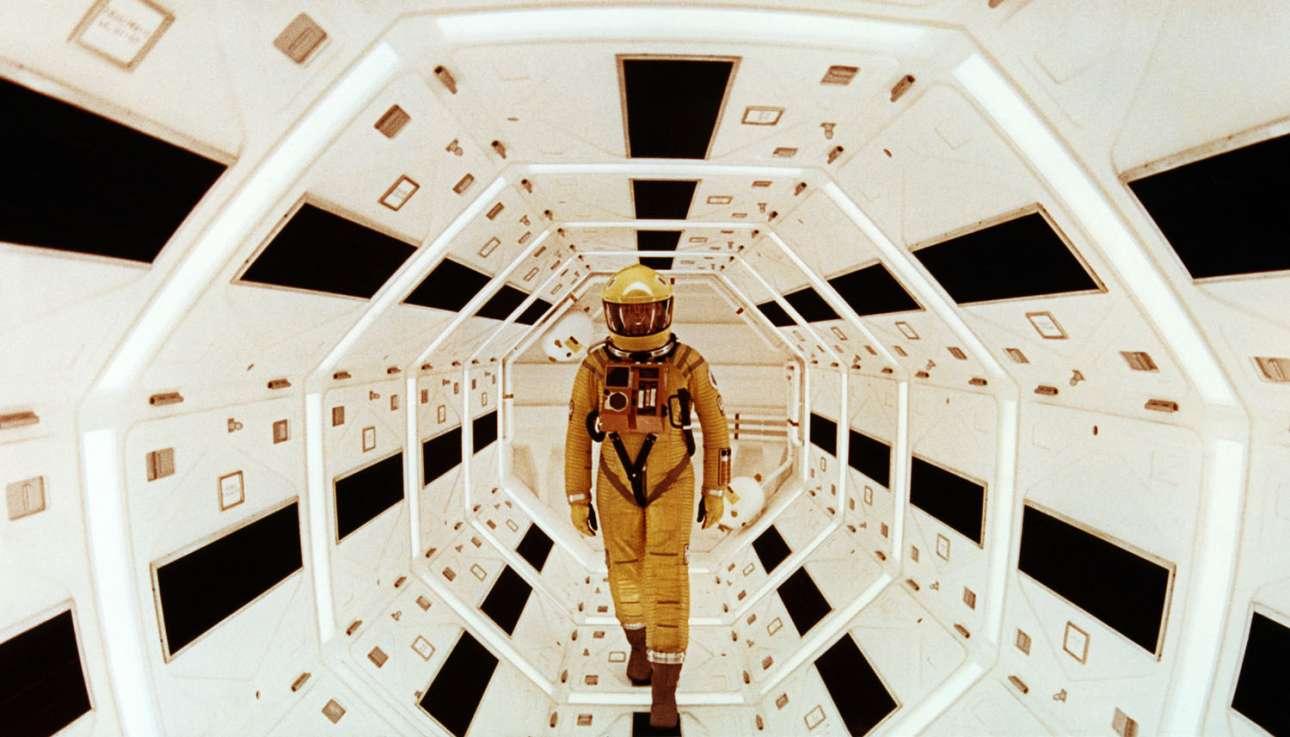 Ο Γκάρι Λόκγουντ στο «2001: Η Οδύσσεια του Διαστήματος» του Στάνλεϊ Κιούμπρικ. Η πρωτοποριακή ταινία έκανε πρεμιέρα τον Απρίλιο του 1968 και βραβεύτηκε με το Οσκαρ Οπτικών Εφέ