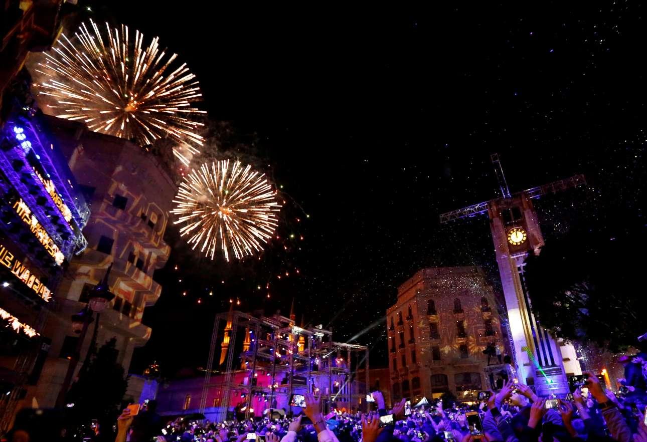 Η Βηρυτός έγινε... Βηρυτός από τα πυροτεχνήματα. Αμέτρητος κόσμος βρέθηκε στις πλατείες για να υποδεχτεί τα μεσάνυχτα το νέο έτος