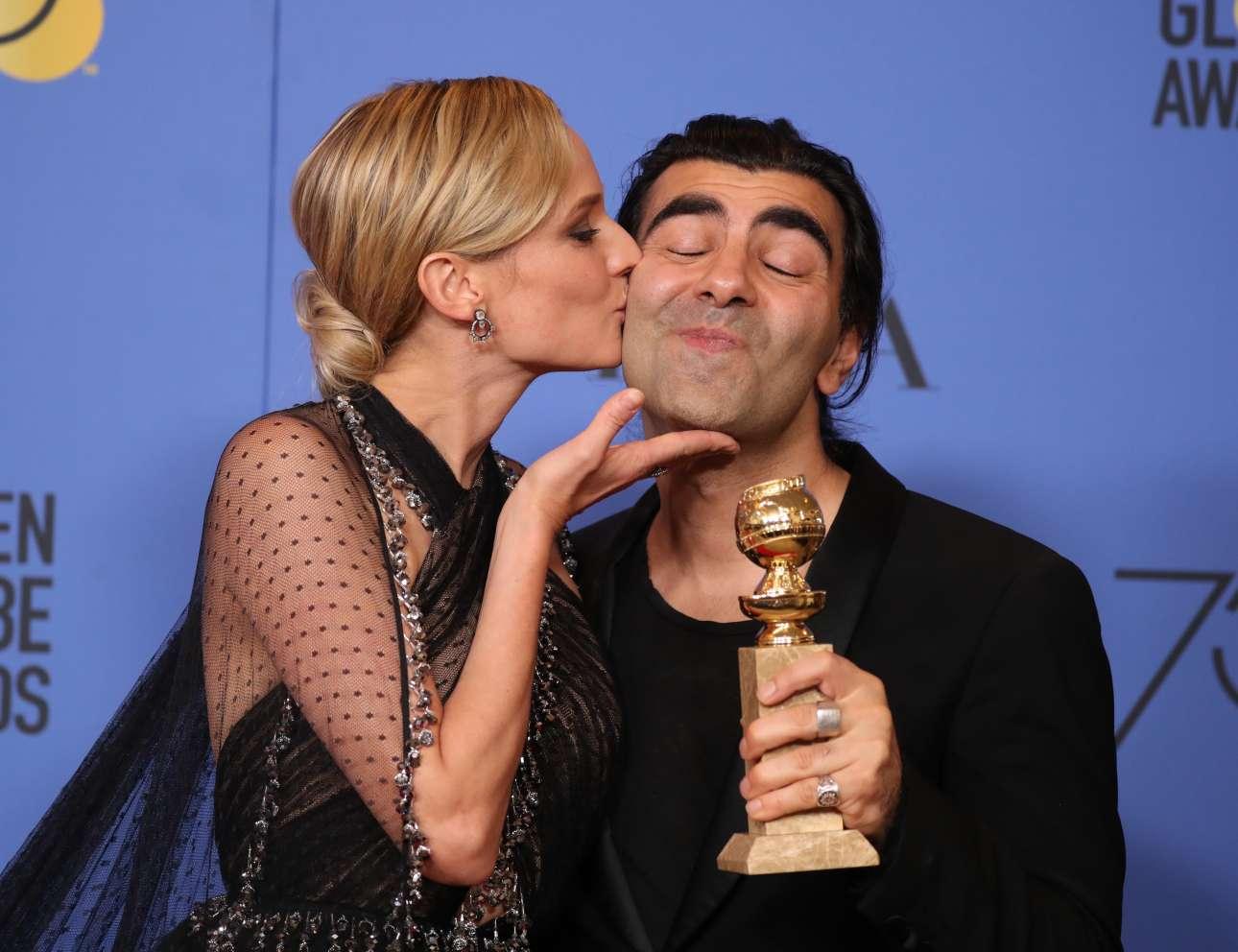 H Νταϊάν Κρούγκερ φιλάει τον Φατίχ Ακίν που έλαβε το βραβείο καλύτερης ξενόγλωσσης ταινίας για το «In the Fade»