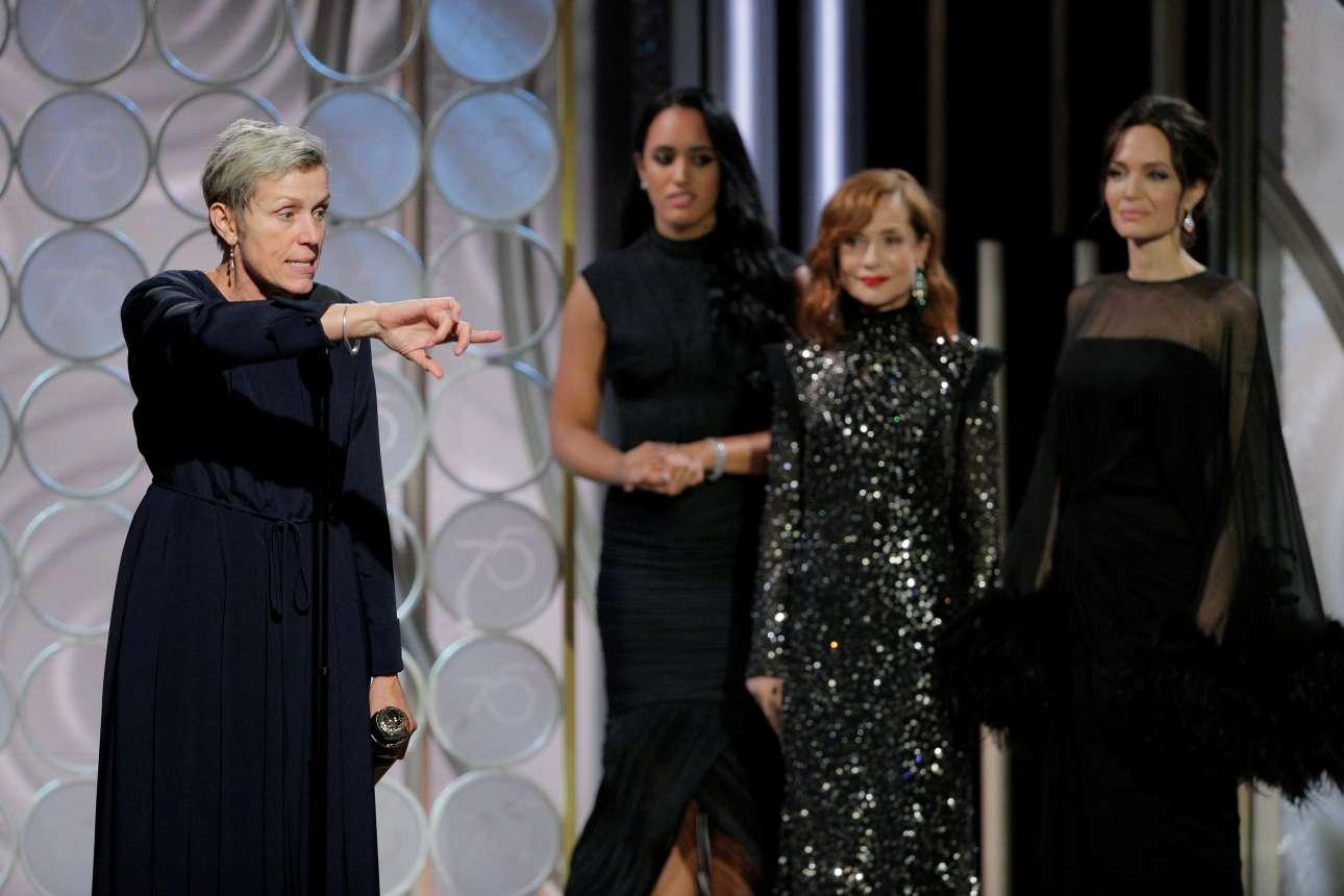 Η Φράνσες ΜακΝτόρμαντ με το βραβείο για τον καλύτερο γυναικείο ρόλο σε δράμα για την ερμηνεία της στο  «Three Billboards Outside Ebbing, Missouri»