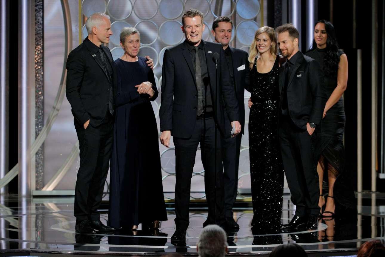 Ο Γκράχαμ Μπρόαντμπεντ, παραγωγός του φιλμ «Three Billboards Outside Ebbing, Missouri», στην ευχαριστήρια ομιλία του για το βραβείο καλύτερης ταινίας στην κατηγορία του δράματος