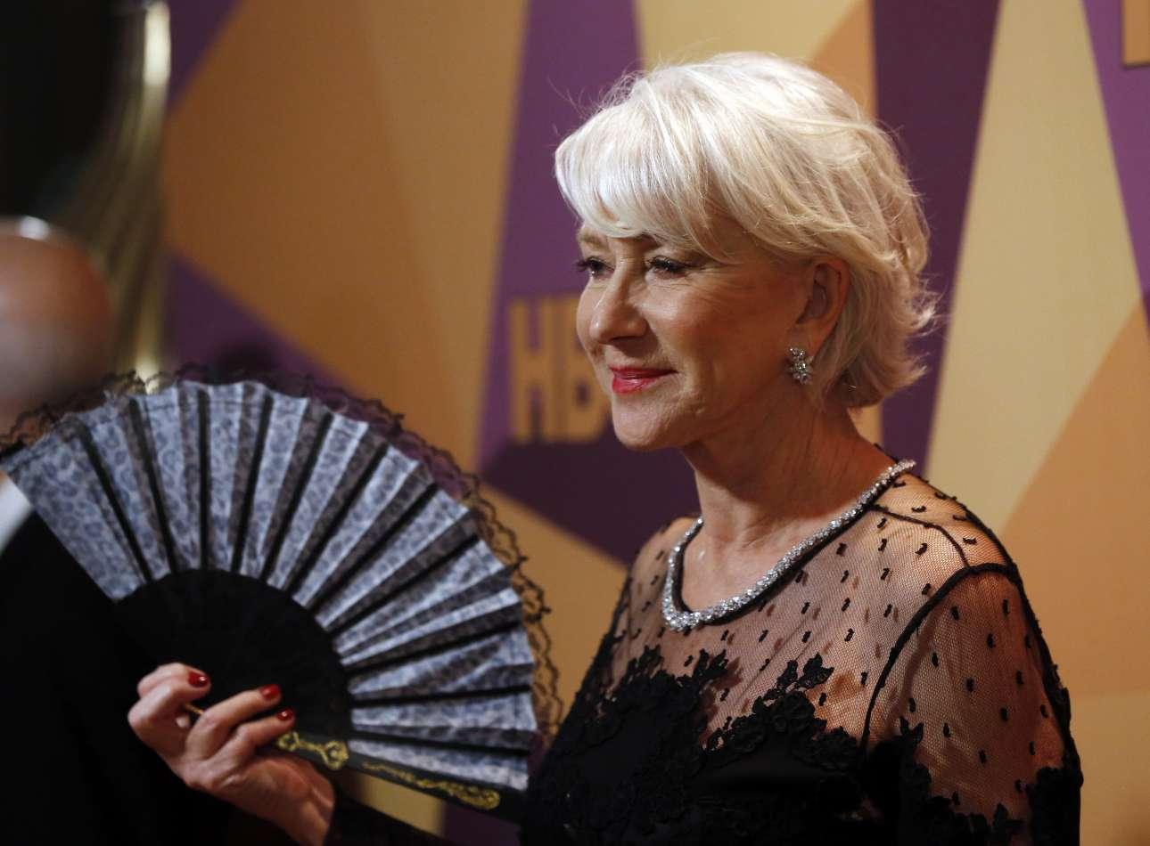 H Ελεν Μίρεν, και αυτή στα μαύρα, καταφθάνει στο πάρτι για τις 75ες Χρυσές Σφαίρες