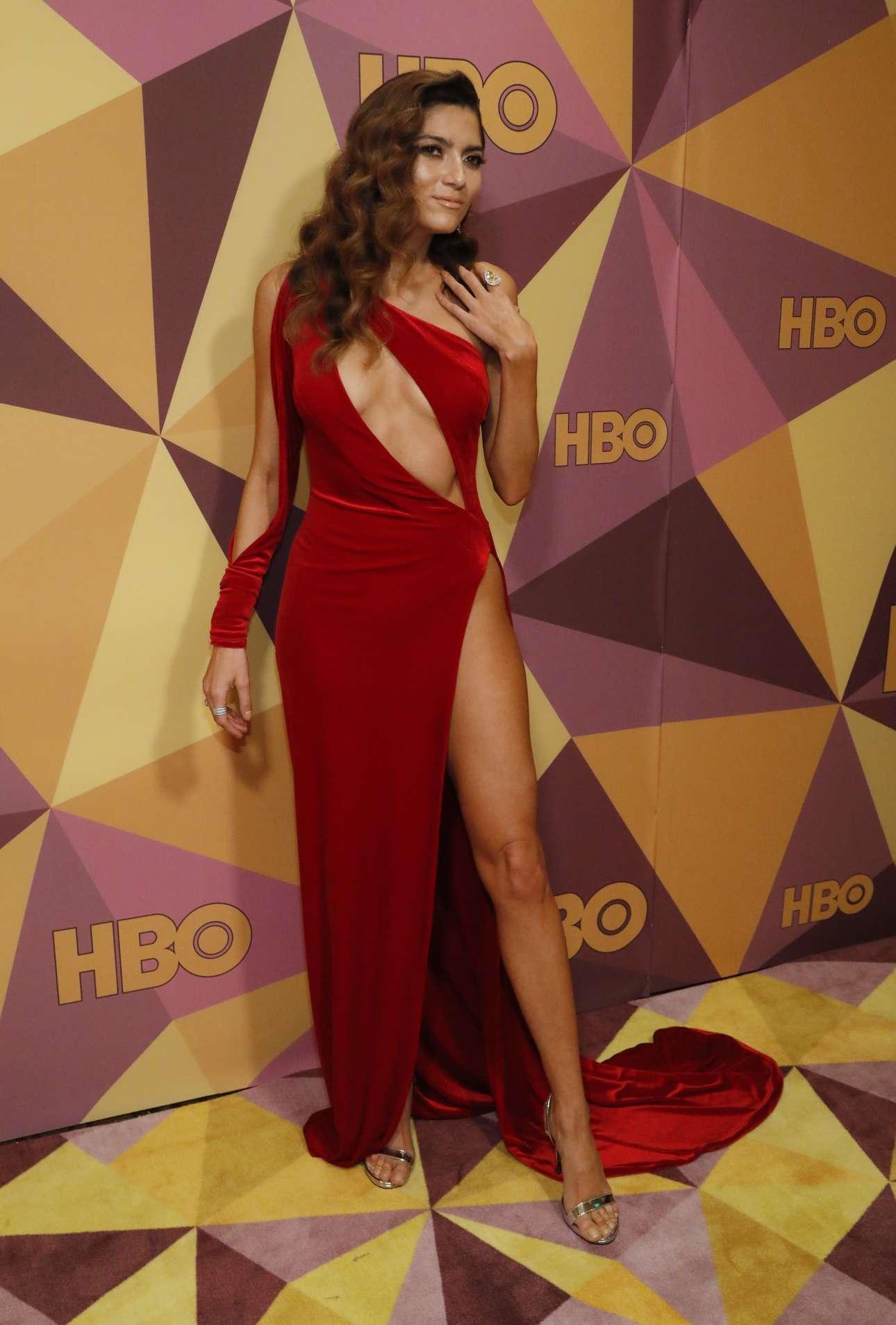 Μια κόκκινη παρασπονδία, από την ηθοποιό Μπλάνκα Μπλάνκο. Ελάχιστοι την γνωρίζουν, επομένως εξηγείται το κόκκινο