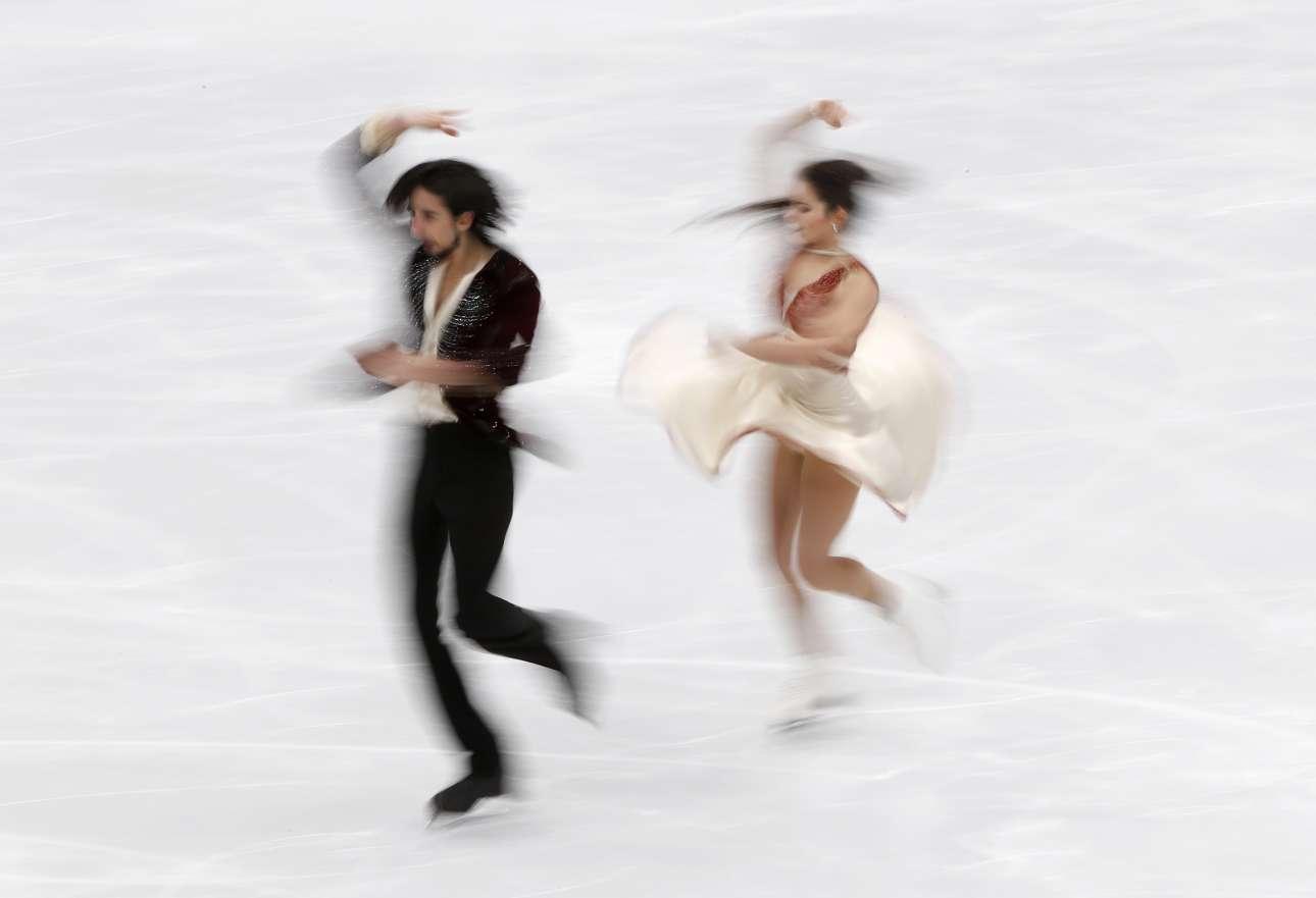 Σάββατο, 20 Ιανουαρίου, Μόσχα. Η Γιασμίν Τέσαρι και ο Φρανσέσκο Φιορέτι σε ένα εντυπωσιακό στιγμιότυπο ενώ διαγωνίζονται στο Ευρωπαϊκό Πρωτάθλημα Καλλιτεχνικού Πατινάζ