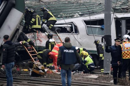 2018-01-25T080458Z_528942124_RC1209F16B00_RTRMADP_3_ITALY-ACCIDENT-TRAIN