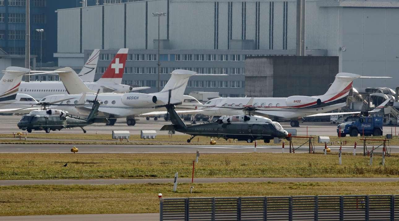Τα ελικόπτερα περίμεναν τον κ. Τραμπ στο αεροδρόμιο της Ζυρίχης