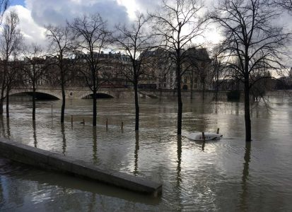 2018-01-26T165633Z_682728810_RC1AC4853230_RTRMADP_3_FRANCE-WEATHER-FLOODS
