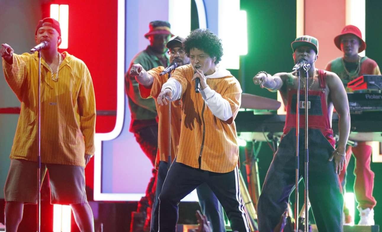 Ο Μπρούνο Μαρς ήταν αναμφίβολα ο πρωταγωνιστής της βραδιάς. Ο αμερικάνος τραγουδιστής κέρδισε μερικά από τα σημαντικότερα βραβεία όπως αυτό για το καλύτερο καλύτερο άλμπουμ της χρονιάς (για το «24K Magic») αλλά και αυτό του καλύτερου R'n'B άλμπουμ και του R'n'B τραγουδιού για το «That's What I Like»