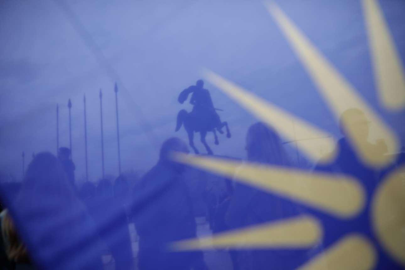 Σημείο συγκέντρωσης το άγαλμα του μακεδόνα στρατηλάτη