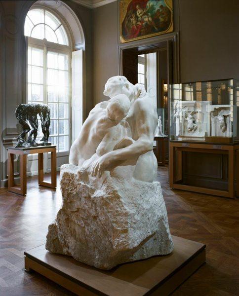 «Το Φιλί» του Ροντέν, έργο του 1882. (Musée Rodin/Facebook)