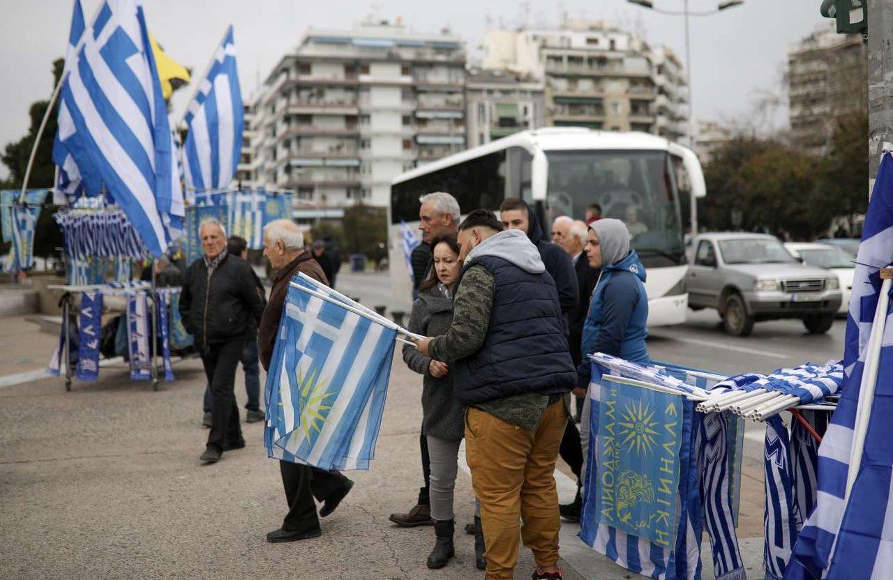 Τα τραπεζακια με τις σημαίες έχουν βγει από νωρίς...