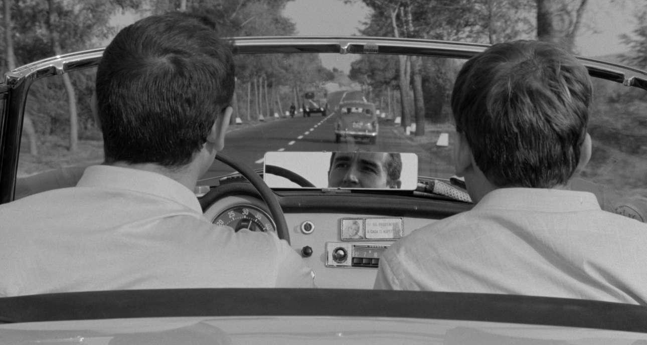 Lancia Aurelia B24. Γεννήθηκε για να εκφράσει τη νέα εποχή της Lancia μετά το τέλος του Δεύτερου Παγκοσμίου Πολέμου. Στο μέσο της δεκαετίας του '50 η Pinin Farina πειραματίστηκε εκτενώς πάνω στο Aurelia της Lancia το οποίο, εκτός των άλλων, διέθετε τον πρώτο εξακύλινδρο V κινητήρα σε μοντέλο παραγωγής, διεθνώς. Εμφανίστηκε στην ταινία του Ντίνο Ρίζι, «Il Sorpasso» (Ο φανφαρόνος) με πρωταγωνιστές τους Βιτόριο Γκάσμαν, Ζαν-Λουί Τρεντινιάν, Κατρίν Σπάακ