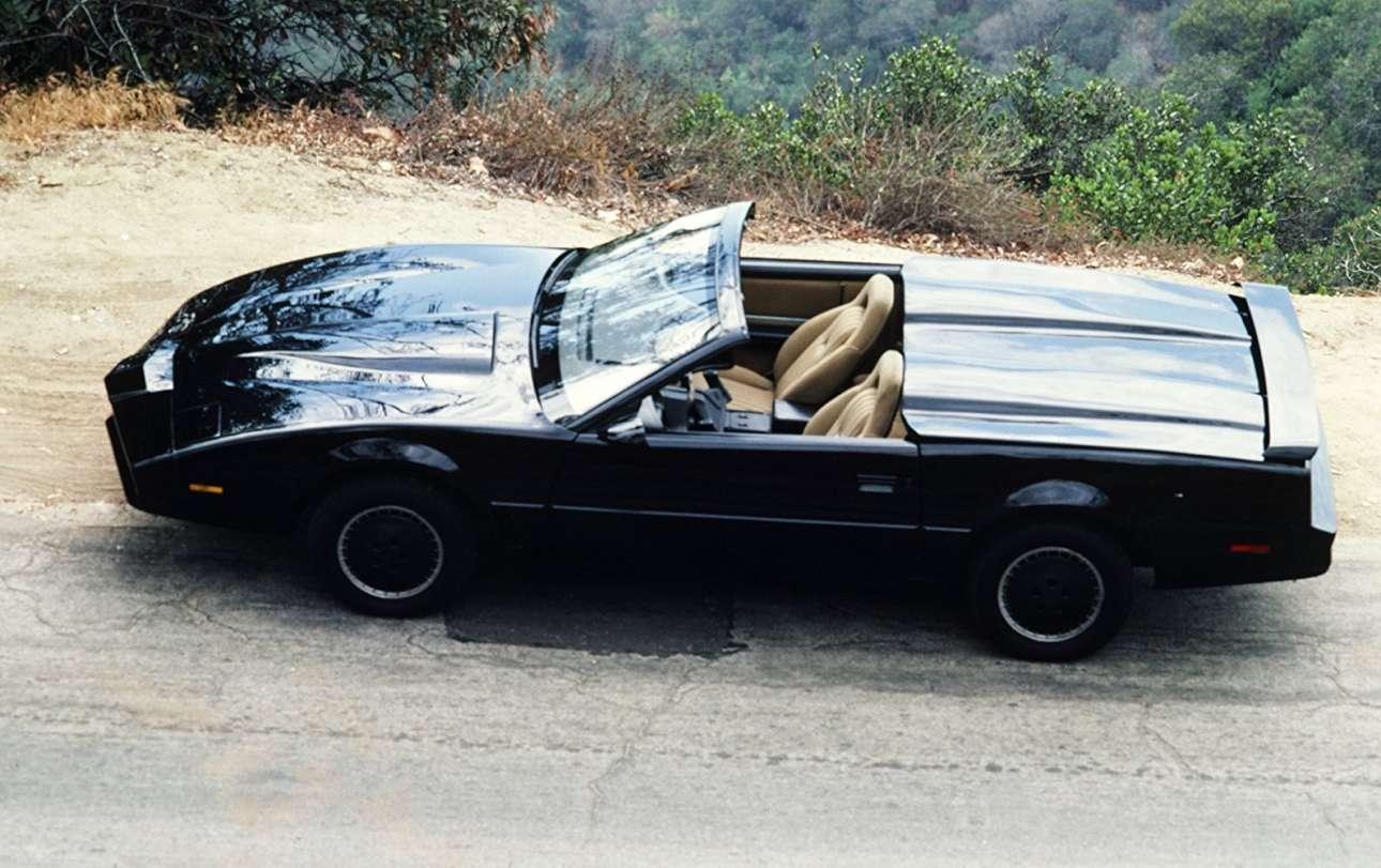 Pontiac Trans Am. Είναι ο ανεπανάληπτος «KITT» (Knight Industries Two Thousand), το μαύρο «άτι» του «Ιππότη της Ασφάλτου» στη σειρά που κράτησε από το 1982 μέχρι το 1986. Οταν προβλήθηκε στην ελληνική τηλεόραση στη δεκαετία του '80, πολλοί ονειρεύτηκαν ένα τέτοιο στο γκαράζ τους
