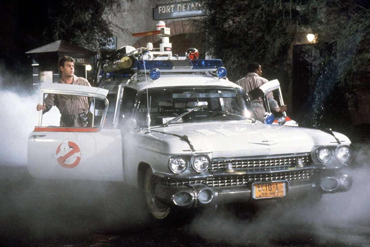 Cadillac Ambulance. Ποιος δεν θυμάται από την ταινία «Ghostbusters» την Cadillac του 1959 που έφτιαξε η εταιρεία Miller Meteor για τις ανάγκες της ταινίας. Ηταν ένα ασθενοφόρο, το Ecto-1, το «όχημα άμεσης δράσης» της ομάδας κυνηγών φαντασμάτων. Στην ουσία, ήταν μια ενισχυμένη έκδοση του πλαισίου Series 355 με το μακρύ μεταξόνιο, σχεδιασμένο για να φέρει το επιπλέον βάρος του αμαξώματος και του προβόλου τού πίσω χώρου φόρτωσης ενός ασθενοφόρου